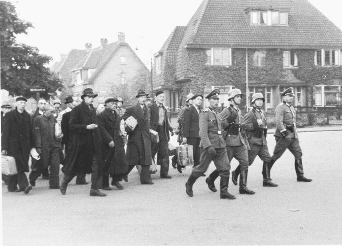 Deportatie van gevangenen op 11 oktober 1944. De foto is genomen op de Kapelweg.
