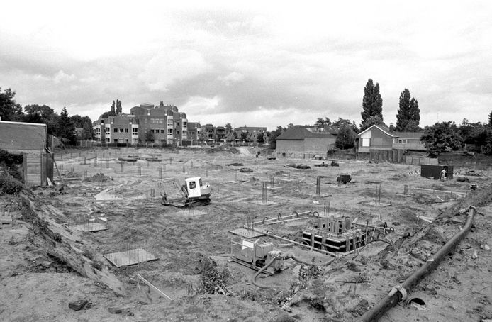 Archeologisch onderzoek in 1992, op de plek waar nu de Albert Heijn en de Marktpromenade in het centrum van Wijchen zijn. Op deze plek werd het Merovingisch grafveld gevonden.
