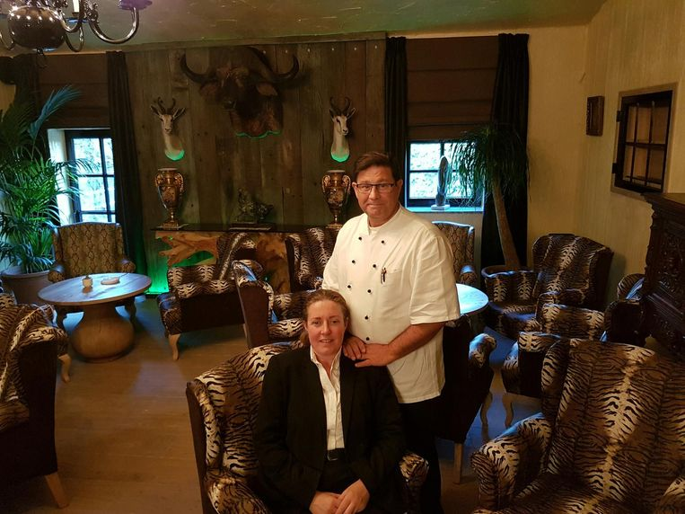 Chef Dietrich Degrave en gastvrouw Sandra Damme in de nieuwe jachtbar.