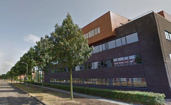 Het voormalige pand van de Rabobank wordt momenteel verbouwd tot pension voor arbeidsmigranten.