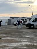 Marianne Mulder, van Marokko naar huis. Campers worden ontsmet voor ze mogen vertrekken.