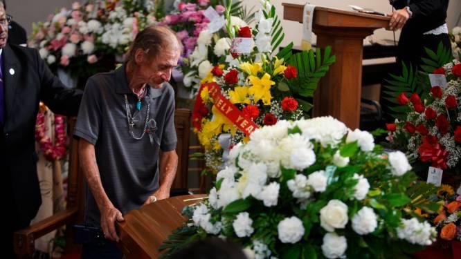 Man vreest dat bijna niemand naar begrafenis van zijn vrouw komt in El Paso. Maar dan dagen honderden mensen op