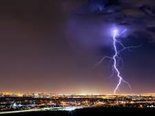 Zo ontstaan kilometerslange bliksemflitsen: 'Natuur wil elektrische veld opheffen'