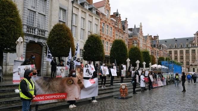 """Animal Rights beschuldigt KU Leuven van dierenmishandeling: """"Aapjes krijgen nog geen glas water per dag"""""""