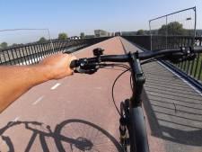 In sneltreinvaart over rode loper met de fiets van Cuijk naar Nijmegen