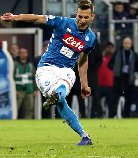 Milik helpt Napoli met vrije trap aan zege bij Cagliari