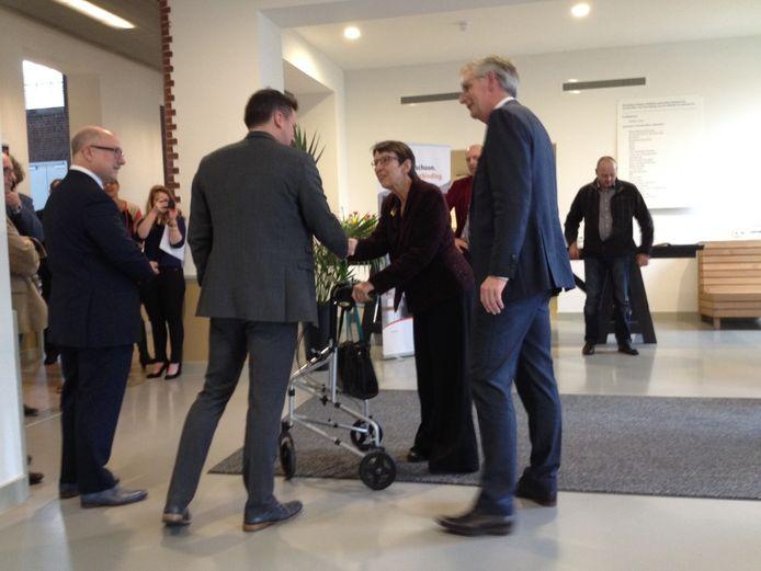Staatssecretaris Jette Klijnsma is aanwezig bij de opening.