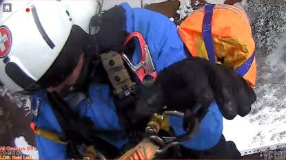 VIDEO. Amerikaan zit urenlang vast in drijfzand voor rangers hem vinden, en dan moet hij nog een zware sneeuwstorm trotseren ook