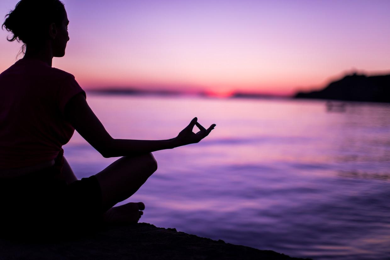 Op het werk, in de pauze, overal eigenlijk doen mensen vandaag aan meditatie of mindfulness.