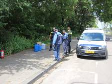 Passanten ruiken chemische lucht en vinden gedumpte vaten in bosjes bij Jaagpad Rijswijk