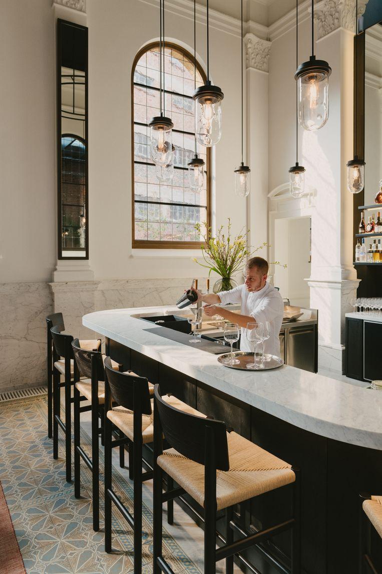 Cocktails shaken in de bar van August, het nieuwe Antwerpse hotel gevestigd in een voormalig Augustinessenklooster. Beeld Robert Rieger