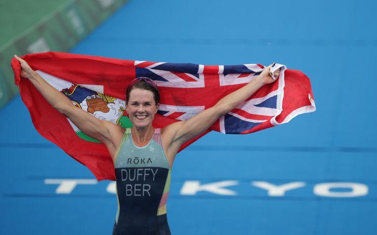 De 33-jarige Bermudaanse Flora Duffy heeft in Tokio de olympische titel in het triatlon gewonnen. Beeld REUTERS