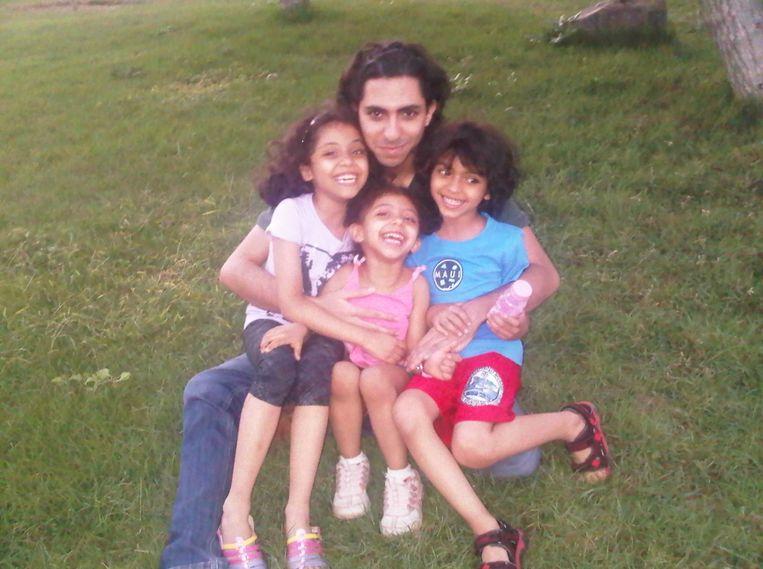 Raïf Badawi met zijn kroost. Beeld Amnesty International