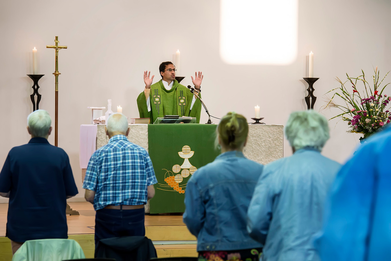 De Franciscuskerk tijdens een dienst.