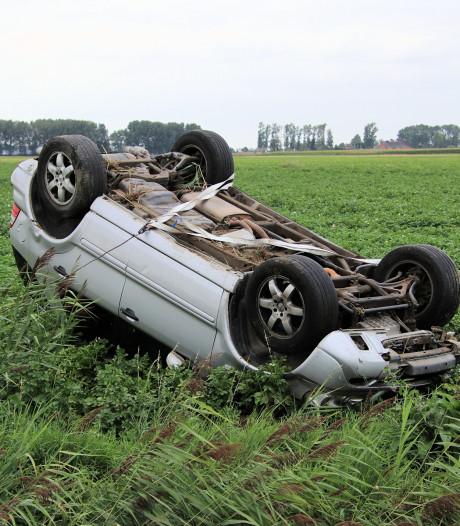 Dronken automobilist schiet aardappelveld in Clinge in