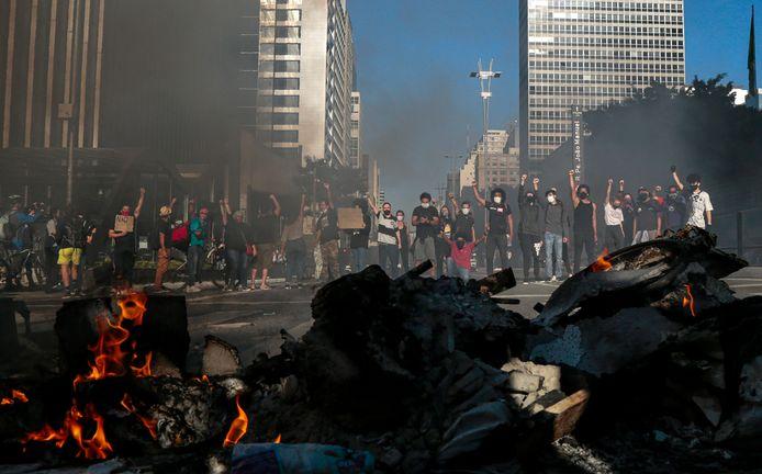 Demonstranten tegen de regering van president Bolsonaro raakten in São Paulo slaags met de politie.
