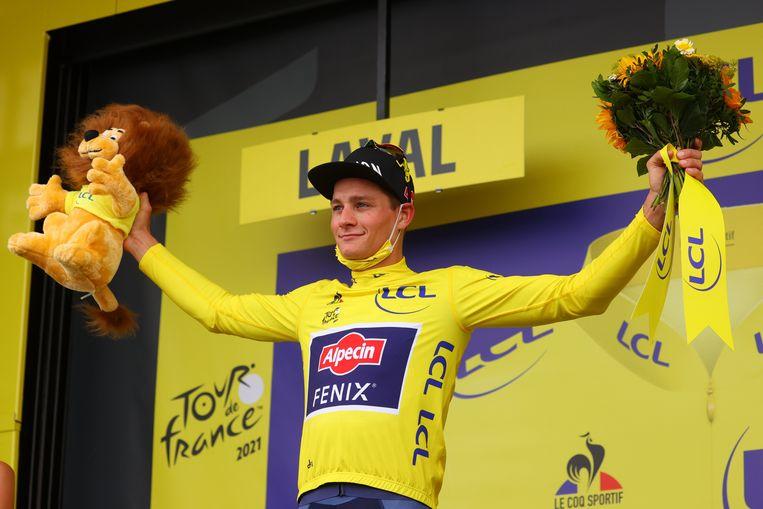 Mathieu van der Poel blijft in het geel. Beeld Photo News