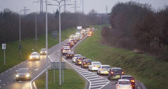 Het verkeer op de N348 in Deventer liep in hoog tempo vast.