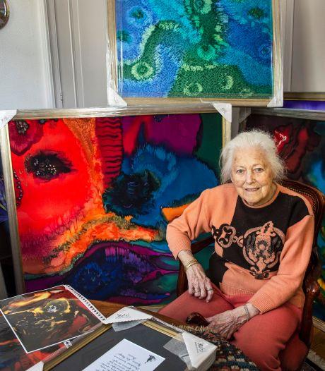 Bredase kunstenares Addy Loomans (92) tovert met verf, zijde en zeezout