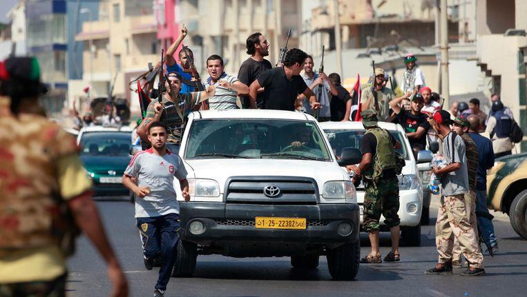Feestende rebellen in Tripoli Beeld reuters