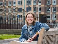 Sylvie de Leeuwe (18) schrijft met veel lichtheid over de dood en wint wedstrijd literair café