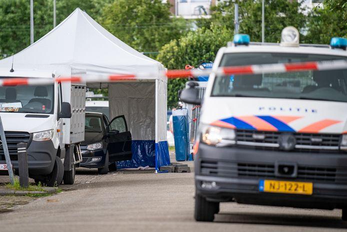 De zwaargewonde man werd aangetroffen in de Loeffstraat.