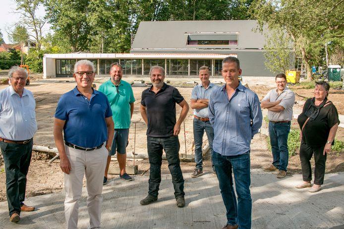 De Antwerpse horeca-ondernemer Serge De Groof (centraal) wordt de uitbater van de brasserie in het nieuwe Park Zomerhuis.