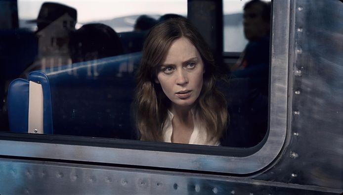 Emily Blunt in een scène uit The Girl on the Train.