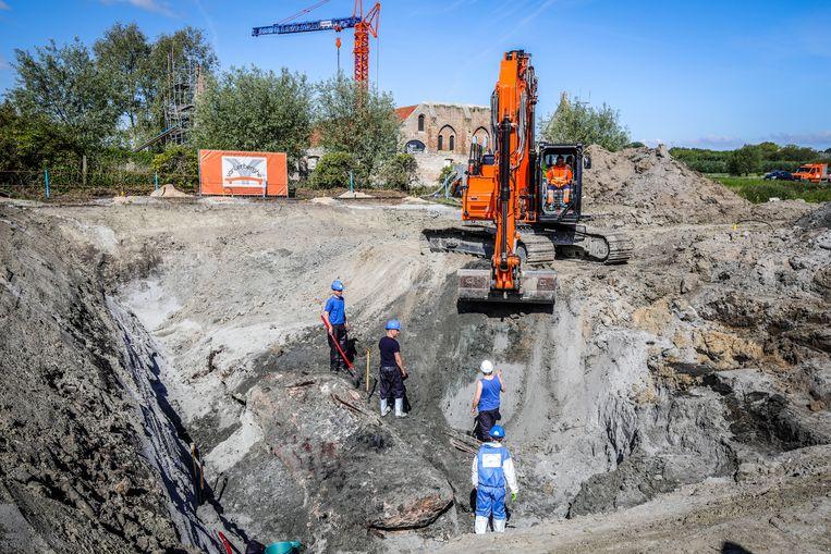 Er is een put van vijf meter diep gegraven.
