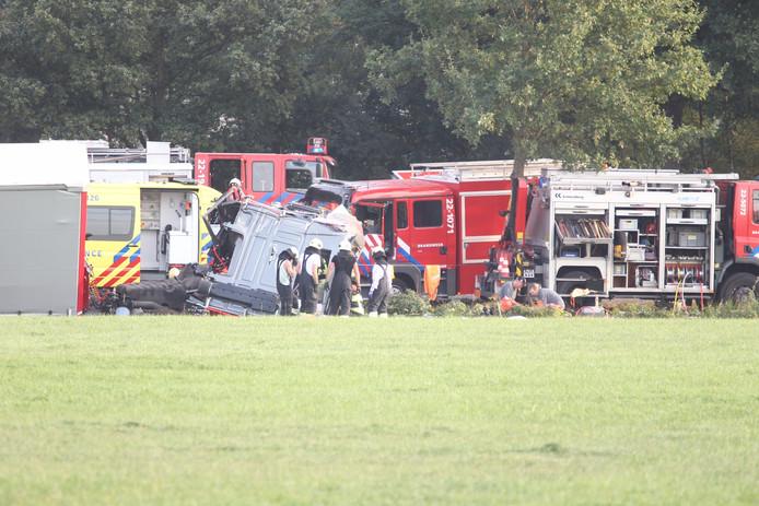 Dode en meerdere gewonden bij ongeluk met vrachtwagen en autos in Deurne.