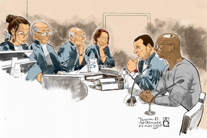 Verdachte Jayson D. en met zijn advocaat mr. Ural (beide rechts)
