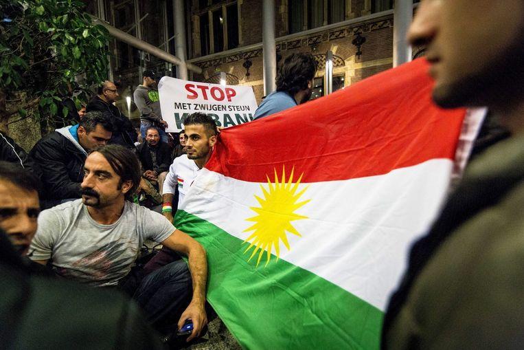 Demonstranten voor het gebouw van de Tweede Kamer. Beeld epa