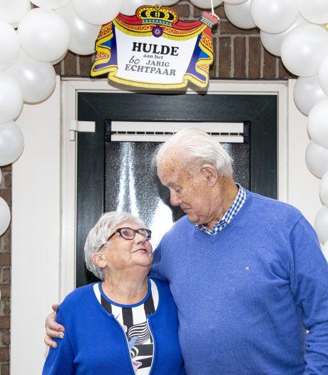 Het liefdesverhaal van Holtense Arie (85) en Hanna (86): 'Dat ritje op de motor wil ik hem niet verbieden'