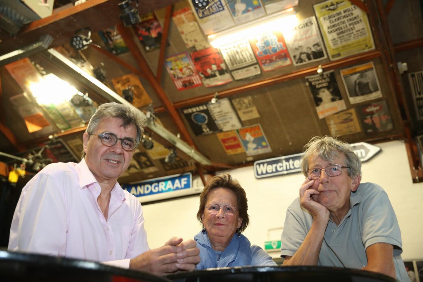 Vlnr: Martien Joosten, Mieke van Stiphout en Frans Cortooms in jongerencentrum Nirwana in Lierop