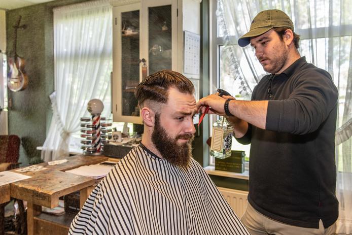 Barbier Mees Raas neemt Jean-Luc Traas onder handen.