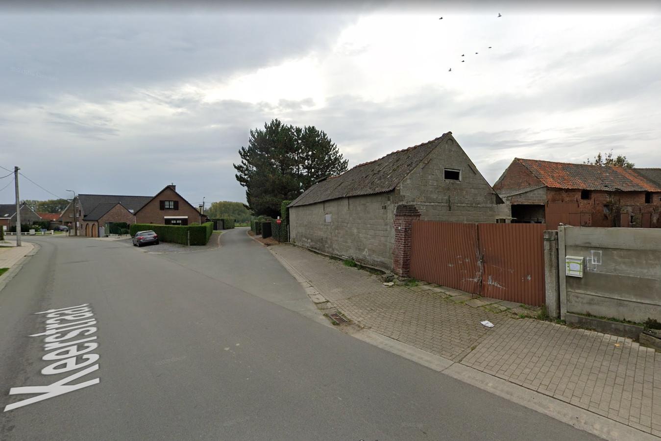 Op de plek van de oude boerderij op de hoek van de Keerstraat wil men vier woningen bouwen.