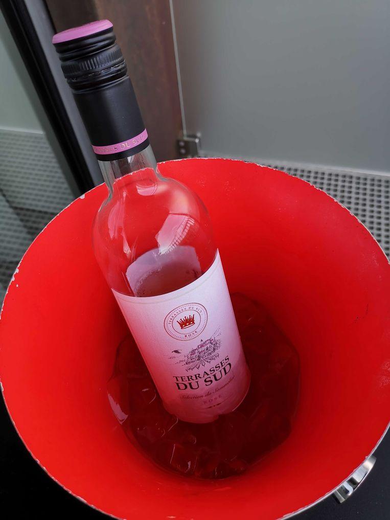 De fles rosé bleek met 30 euro voor een fles net dat tikkeltje beter in ons budget te passen.