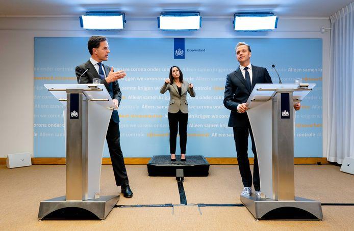 Premier Mark Rutte en Minister Hugo de Jonge tijdens de persconferentie van vanavond over het coronavirus.