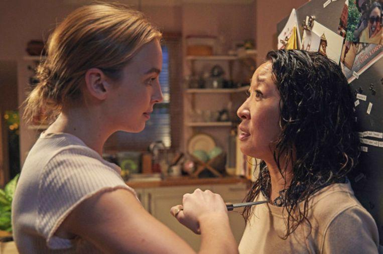 Sandra Oh en tegenspeelster Jodie Comer als Villanelle. Beeld