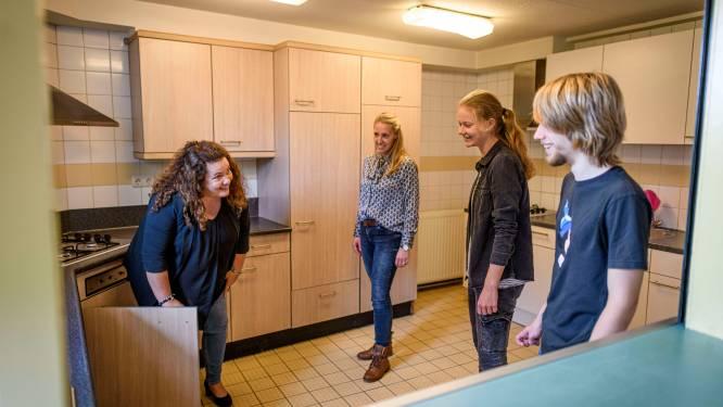 Van de camping naar een echte kamer: dertig dakloze studenten in Enschede krijgen sleutels van de Snuifstraat