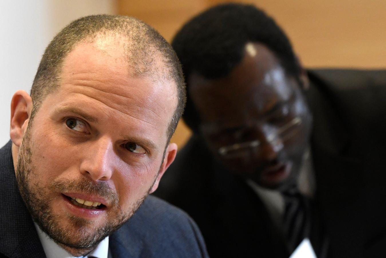 Toenmalig staatssecretaris Theo Francken (links) kwam in nauwe schoentjes terecht door de Sudanese identificatiemissie.