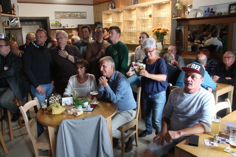 In supporterscafé De Rustberg was het nagelbijten, maar uiteindelijk was iedereen meer dan tevreden met de zilveren medaille.
