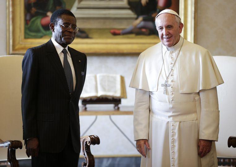 President Teodoro Obiang van Equatoriaal-Guinea is katholiek en bezocht in 2013 de pas aangetreden paus Franciscus.  Beeld AFP