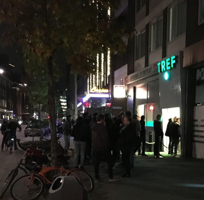 Er staan vaak lange rijen bij Trefpunt Rotterdam.