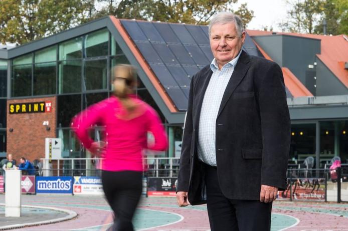 Johan de Koning zorgt bij AV Sprint voor het clubgebouw, de atletiekbaan, alle materialen en de horeca. foto René Schotanus/Pix4Profs