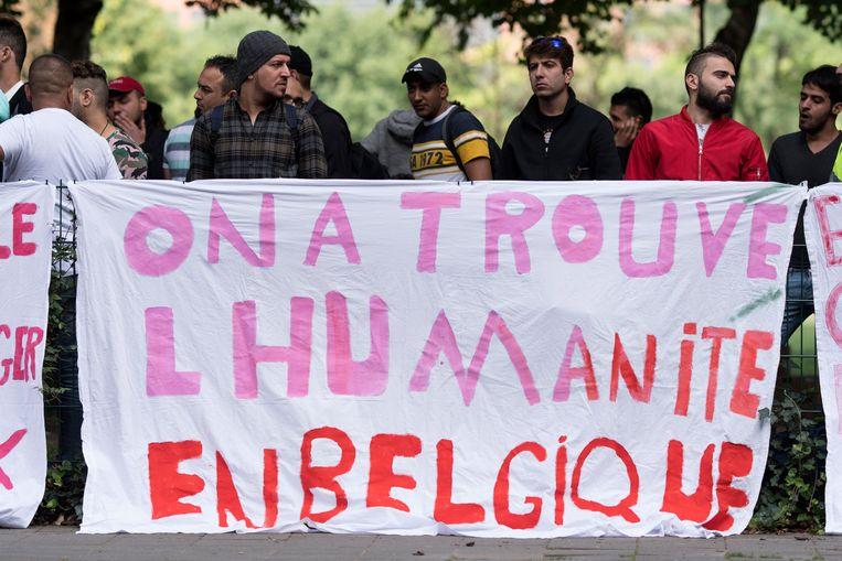 Voor het Commissariaat voor Vluchtelingen en Staatlozen (CGVS) in Brussel vond eind augustus een betoging plaats van Irakese vluchtelingen. Ze vroegen toen een betere bescherming aan de Belgische staat. Beeld photo_news