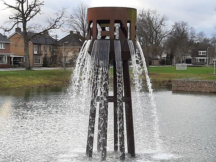 De fontein in het Blokkenpark spuit weer volop, hetgeen de waterkwaliteit in de vijver ten goede komt.