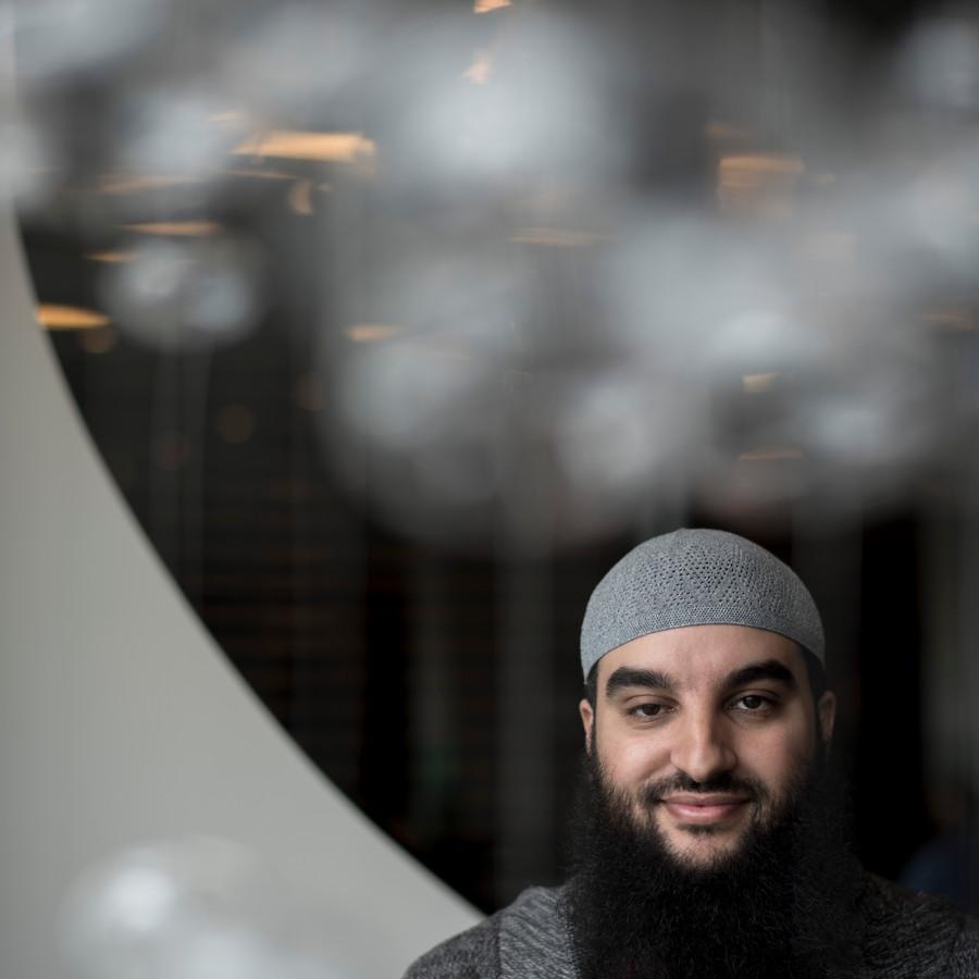Imam Youssef Arkhouch vecht voor vergoeding van gederfde inkomsten en tegen reputatieschade, zowel tegen burgemeester Marcouch als tegen de Nationaal Coördinator Terrorismebestrijding en Veiligheid. Archieffoto: Raphaël Drent