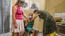In Ieper kreeg de 12-jarige Rachelle Debal haar eerste prik.