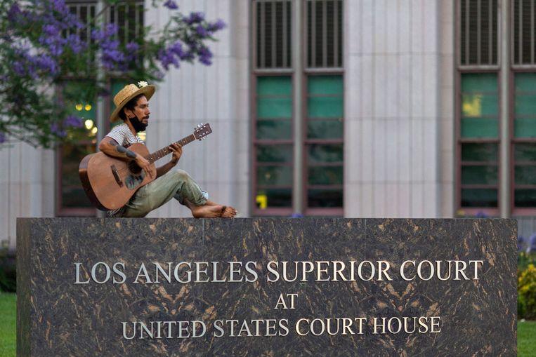 Een gitarist klaagt de gewelddadige dood van George Floyd aan. Beeld Getty Images